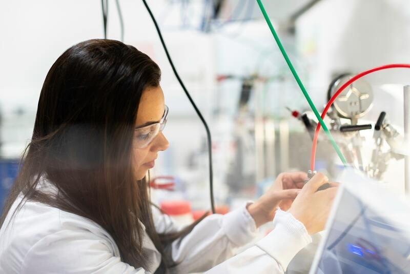 ¿Por qué hay menos mujeres en asignaturas del sector STEM?